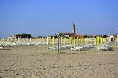 Vroege ochtend op de promenade van één van de stranden van Venetië, Caorle stock fotografie