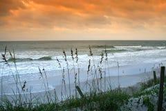 Vroege ochtend op het strand stock afbeelding