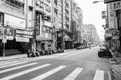 Vroege ochtend van de stadsstraat van Taipeh in zwart-wit Royalty-vrije Stock Afbeelding