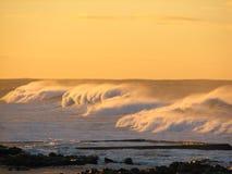 Vroege ochtend windswept golven Stock Foto