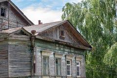 Vroeger herenhuis van Nelubovs van de 19de eeuw in MALOYAROSLAVETS, RUSLAND royalty-vrije stock afbeelding