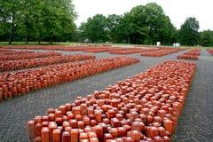 vroegere appelplaats 102 000 geplaatste stenen het symboliseren van 102 000 nooit teruggekeerde gevangenen Royalty-vrije Stock Afbeelding