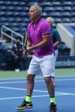 Vroegere kapitein van het team Patrick McEnroe van de V.S. Davis Cup in actie tijdens de gelijke van de het US Opententoonstellin royalty-vrije stock foto's