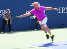Vroegere kapitein van het team Patrick McEnroe van de V.S. Davis Cup in actie tijdens de gelijke van de het US Opententoonstellin royalty-vrije stock foto