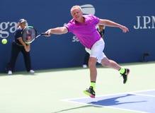 Vroegere kapitein van het team Patrick McEnroe van de V.S. Davis Cup in actie tijdens de gelijke van de het US Opententoonstellin royalty-vrije stock afbeelding