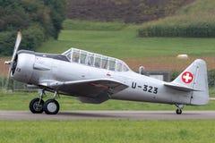 Vroegere Swiss Air-Kracht Noordamerikaanse t-6 Wereldoorlog II opleidingsvliegtuigen stock afbeeldingen