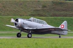 Vroegere Swiss Air-Kracht Noordamerikaanse t-6 Wereldoorlog II opleidingsvliegtuigen royalty-vrije stock foto