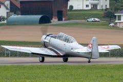Vroegere Swiss Air-Kracht Noordamerikaanse t-6 Wereldoorlog II opleidingsvliegtuigen stock afbeelding