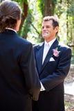 Vrolijk Huwelijk - Knappe Latino Bruidegom Stock Afbeeldingen