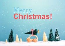 Vrolijk Kerstmisbericht met auto die een Kerstboom dragen royalty-vrije illustratie