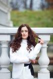 Vrolijk meisje in een park Royalty-vrije Stock Afbeelding