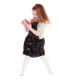 Vrolijk meisje met een telefoon in zijn hand Royalty-vrije Stock Foto's