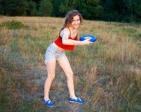Vrolijk Meisje met Frisbee Stock Afbeelding