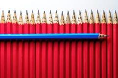 Vrolijk potlood onder droevig stock afbeelding
