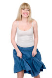 Vrolijke blonde met de opgeheven rok Stock Afbeelding