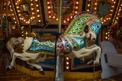 Vrolijke de carrousel gaat rond Royalty-vrije Stock Fotografie