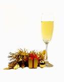 Vrolijke die Kerstmis met champagne wordt geïsoleerd Stock Foto