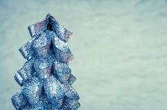 Vrolijke feestelijke zilveren Kerstmisboom van het Kerstmisconcept royalty-vrije stock afbeelding