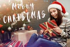 Vrolijke het tekengroet van de Kerstmistekst met Mooie gelukkige emotiona Stock Afbeeldingen