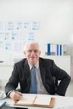 Vrolijke hogere zakenman Stock Foto