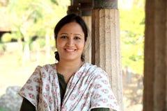 Vrolijke Indische vrouw royalty-vrije stock afbeeldingen