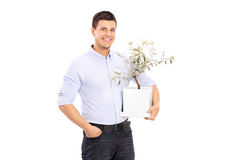 Vrolijke jonge mens die een bloempot houden Stock Afbeeldingen