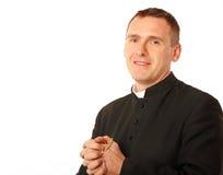 Vrolijke jonge priester stock fotografie