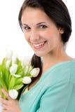 Vrolijke jonge vrouw met boeket van tulpen Royalty-vrije Stock Foto's
