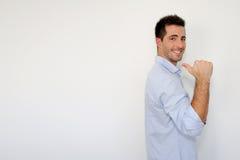 Vrolijke kerel die duim tonen Royalty-vrije Stock Afbeelding