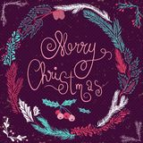 Vrolijke Kerstkaart De kroon van Kerstmis Kerstmiskroon met takjes en bessen Royalty-vrije Stock Foto's
