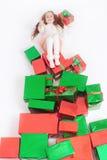 Vrolijke Kerstmis 2016! Cyber Maandag de V.S. De gift van Cristmas van de meisjesholding Stock Fotografie