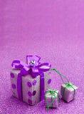 Vrolijke Kerstmis en de Gelukkige gift van de Nieuwjaar purpere doos jpg Royalty-vrije Stock Foto
