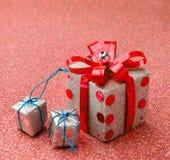 Vrolijke Kerstmis en de Gelukkige gift van de Nieuwjaar rode doos jpg Royalty-vrije Stock Fotografie