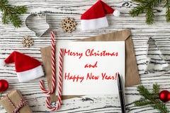 Vrolijke Kerstmis en de Gelukkige prentbriefkaar van Nieuwjaargroeten Hoogste mening stock fotografie