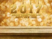 Vrolijke Kerstmis en Gelukkig Nieuwjaar 2017 op houten lijst met gol Royalty-vrije Stock Afbeeldingen
