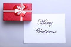 Vrolijke Kerstmis en gelukkige nieuwe jaarkaart, de decoratie van de giftdoos Stock Foto