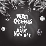 Vrolijke Kerstmis en het Gelukkige Nieuwjaar hand getrokken van letters voorzien Spar Royalty-vrije Stock Afbeelding