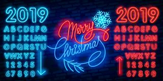 Vrolijke Kerstmis en het Gelukkige het Nieuwjaarneon van 2019 ondertekenen met sneeuwvlokken, die Kerstmisbal hangen stock illustratie