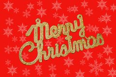 Vrolijke Kerstmis gouden tekst op een rode achtergrond met sneeuwvlokken royalty-vrije stock fotografie