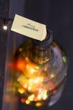 Vrolijke Kerstmis inschrijving en het Gloeien lichten voor Kerstmisvakantie Royalty-vrije Stock Afbeeldingen