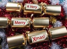 Vrolijke Kerstmis! Kerstmiscrackers stock afbeelding