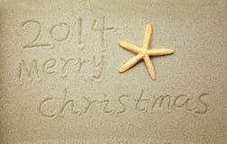 Vrolijke Kerstmis 2014 met de hand geschreven in zand Stock Fotografie