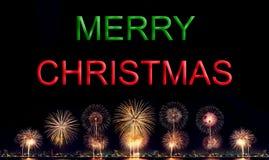 Vrolijke Kerstmis met Hoge resolutievuurwerk Stock Foto