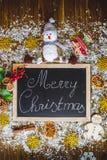 Vrolijke Kerstmis op bord Stock Foto's