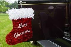 Vrolijke Kerstmis rode kous, decoratie, autodeur open als achtergrond Royalty-vrije Stock Foto