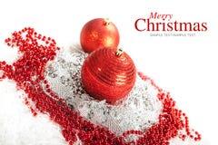 Vrolijke Kerstmis - rode snuisterijen Stock Afbeeldingen