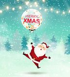 Vrolijke Kerstmis Santa Claus houdt Grote transparante realistische ballon met confettien in sneeuwscène De winterkerstmis Bosl Stock Afbeeldingen