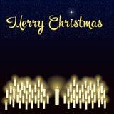 Vrolijke Kerstmis sterrige hemel over de brandende kaarsen Royalty-vrije Stock Afbeeldingen
