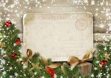 Vrolijke Kerstmis van de groetkaart met decoratie en wijnoogst postc royalty-vrije stock afbeelding