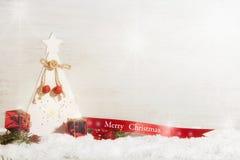 Vrolijke Kerstmis, in verfraaide rood en wit Stock Afbeeldingen